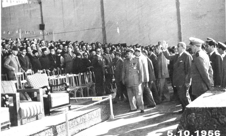 صورة وصول شكري القوتلي إلى المنصة في حفل تخريج دورة ضباط القوى الجوية 1956م
