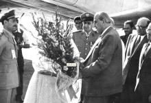 صورة استقبال شكري القوتلي في مطار حلب في تشرين الأول عام 1956م