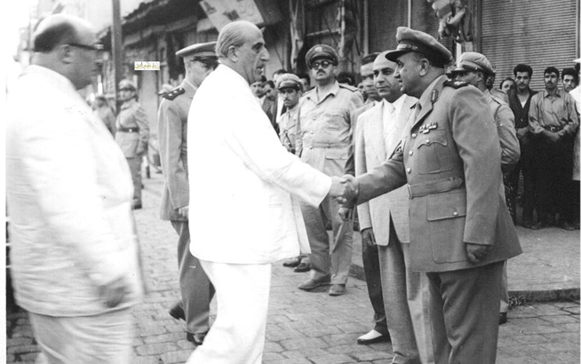 صورة توفيق نظام الدين يرحب بـ شكري القوتلي قبل أداء صلاة العيد الأضحى عام 1957م