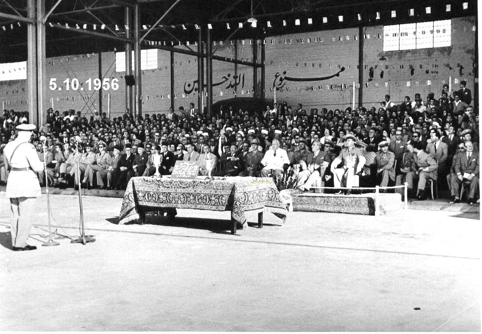مدير الكلية الجوية يلقي كلمة في حفل تخريج ضباط القوى الجوية 1956م