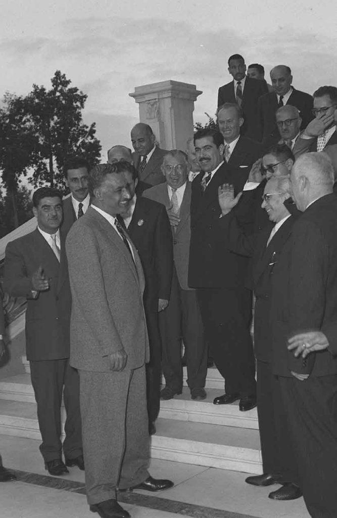 جمال عبد الناصر يستقبل أعضاء غرف الصناعة والزراعة في سورية عام 1958م