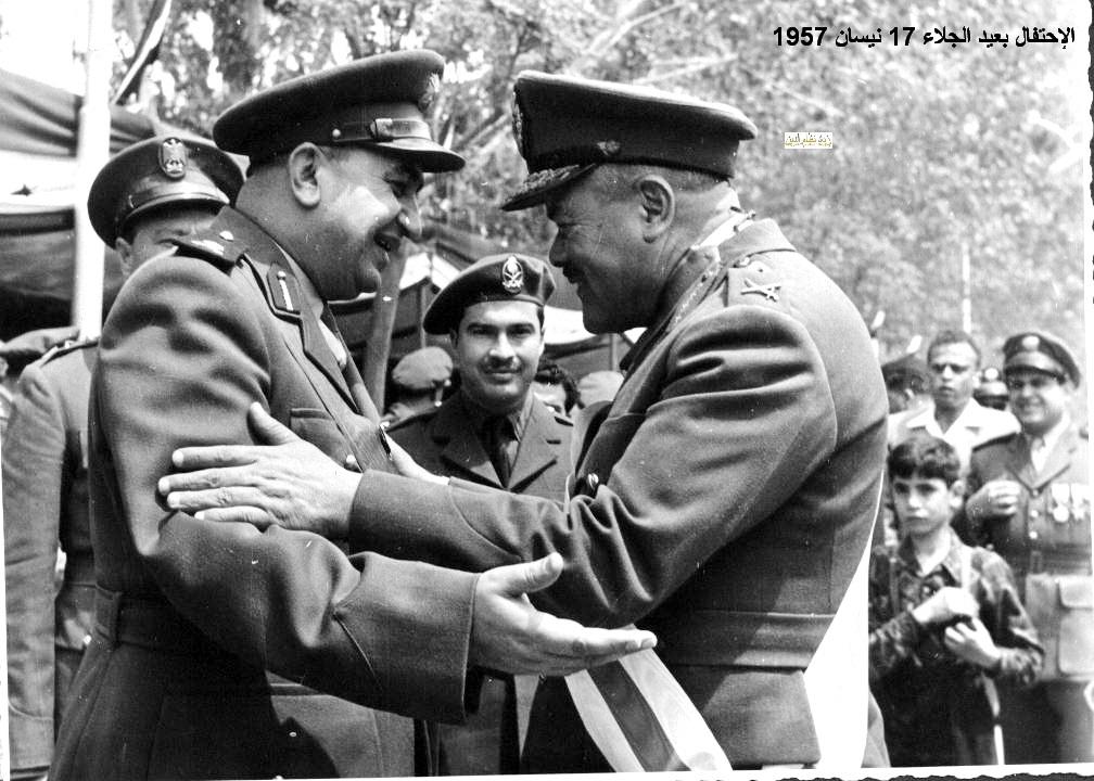 توفيق نظام الدين واللواء حافظ إسماعيل - احتفال عيد الجلاء 1957 (5)