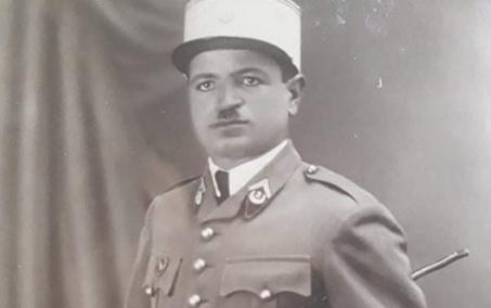 صورة الملازم أول أمين أبو عساف.. مدير دورة العرفاء والجنود عام 1941