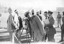 صورة توفيق نظام الدين وشكري القوتلي في زيارة لأحـد مواقـع تدريب المقاومـة الشعبيـة 1956 (11/11)
