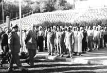 صورة شكري القوتلي في زيارة لأحـد مواقـع تدريب المقاومـة الشعبيـة 1956 (11/3)