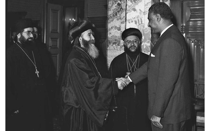 صورة جمال عبد الناصر يستقبل بطريرك السريان الأرثوذكس عام 1959(2)
