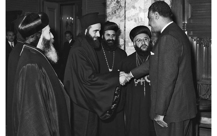 صورة جمال عبد الناصر يستقبل بطريرك السريان الأرثوذكس عام 1959