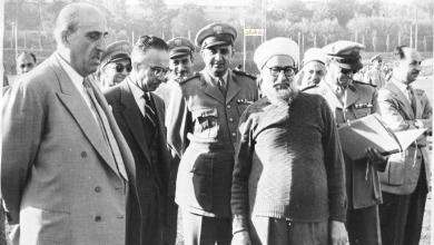 صورة شكري القوتلي في زيارة لأحـد مواقـع تدريب المقاومـة الشعبيـة 1956 (11/5)