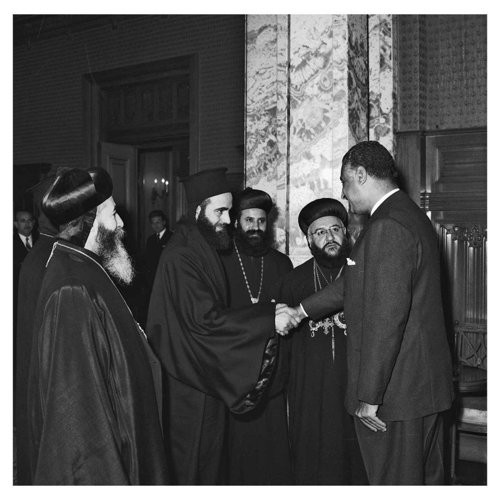 جمال عبد الناصر يستقبل بطريرك السريان الأرثوذكس عام 1959(1)