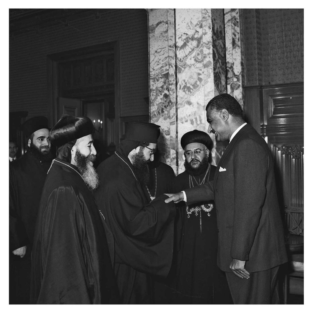 جمال عبد الناصر يستقبل بطريرك السريان الأرثوذكس عام 1959(4)