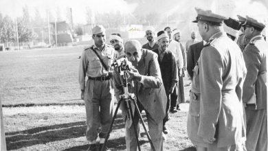 صورة شكري القوتلي في زيارة لأحـد مواقـع تدريب المقاومـة الشعبيـة 1956 (11/10)