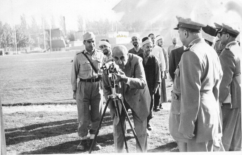 شكري القوتلي في زيارة لأحـد مواقـع تدريب المقاومـة الشعبيـة 1956 (11/10)