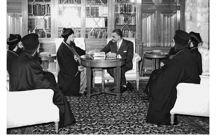 صورة جمال عبد الناصر يستقبل بطريرك السريان الأرثوذكس عام 1959(8)