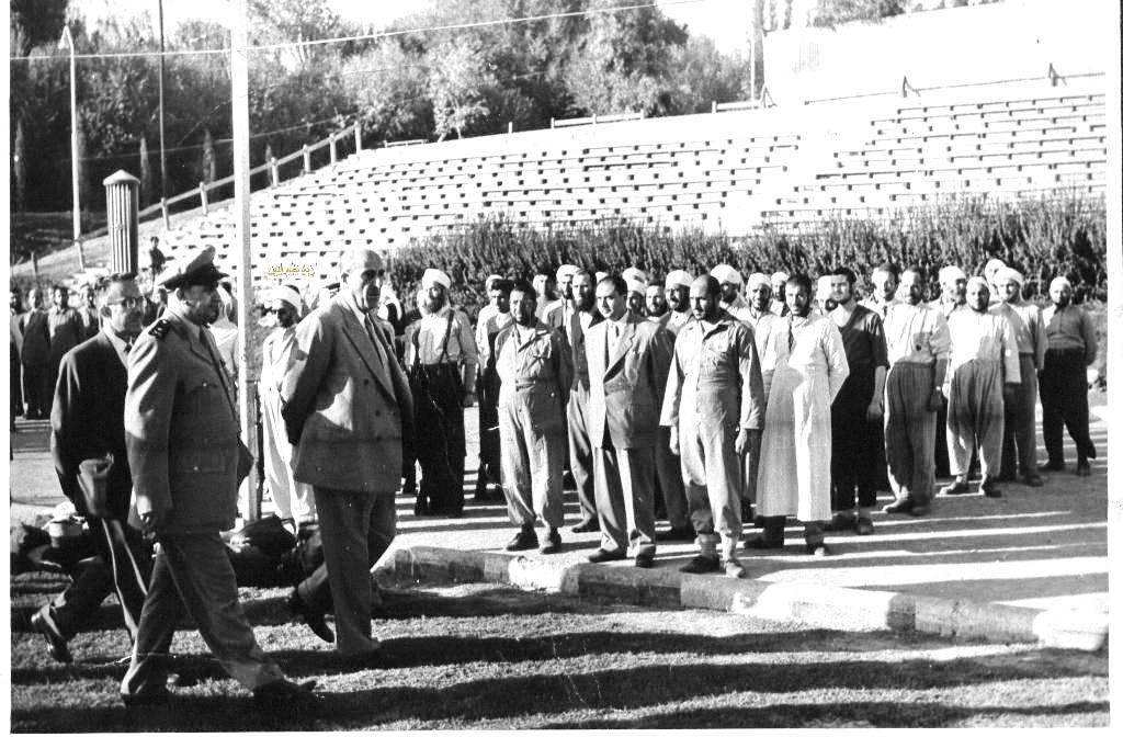 شكري القوتلي في زيارة لأحـد مواقـع تدريب المقاومـة الشعبيـة 1956 (11/3)