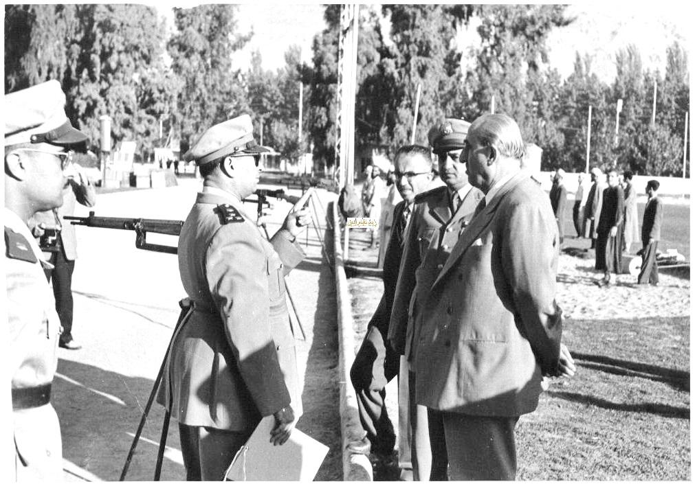 شكري القوتلي في زيارة لأحـد مواقـع تدريب المقاومـة الشعبيـة 1956 (11/6)