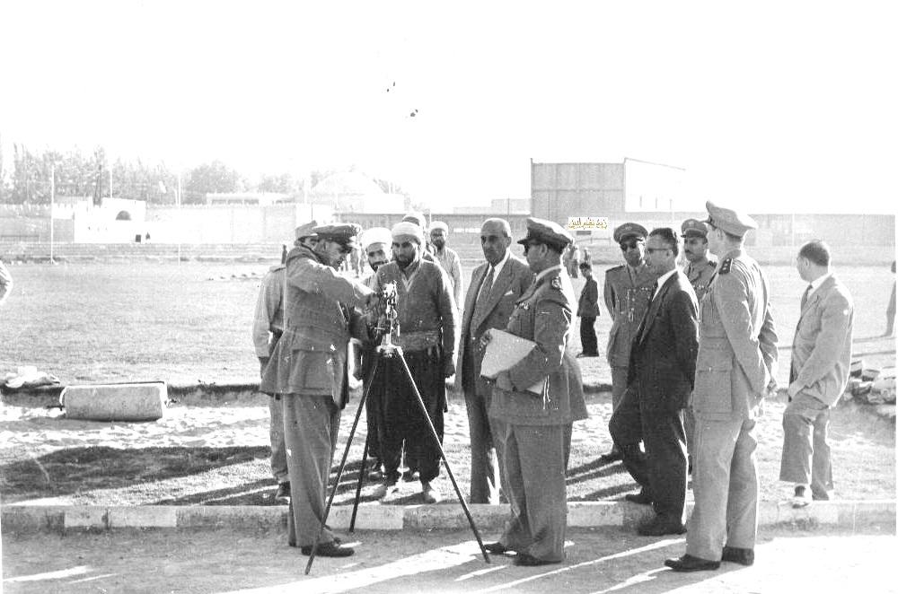 شكري القوتلي في زيارة لأحـد مواقـع تدريب المقاومـة الشعبيـة 1956 (11/8)