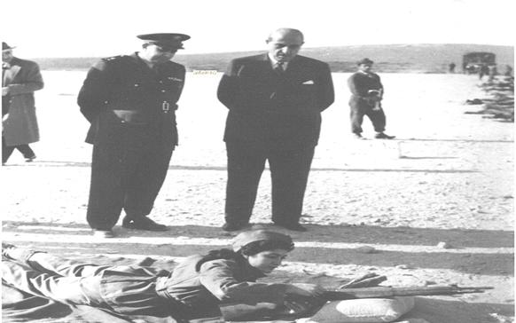 صورة فيديو – زيارة شكري القوتلي لأحـد مواقـع التدريب على الرمي للفتيـات عام 1956