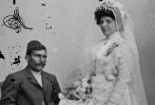 صورة عروسان من حلب بلباس العرس التقليدي 1900م