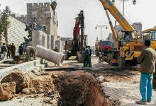 صورة مد الأنابيب في القناة المائية لقلعة دمشق (2)
