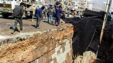 صورة مد الأنابيب في القناة المائية لقلعة دمشق (1)