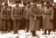 صورة مصطفى كمال -أتاتورك، أنور باشا، جمال باشا، وخلفهم علماء دمشق عام 1917م