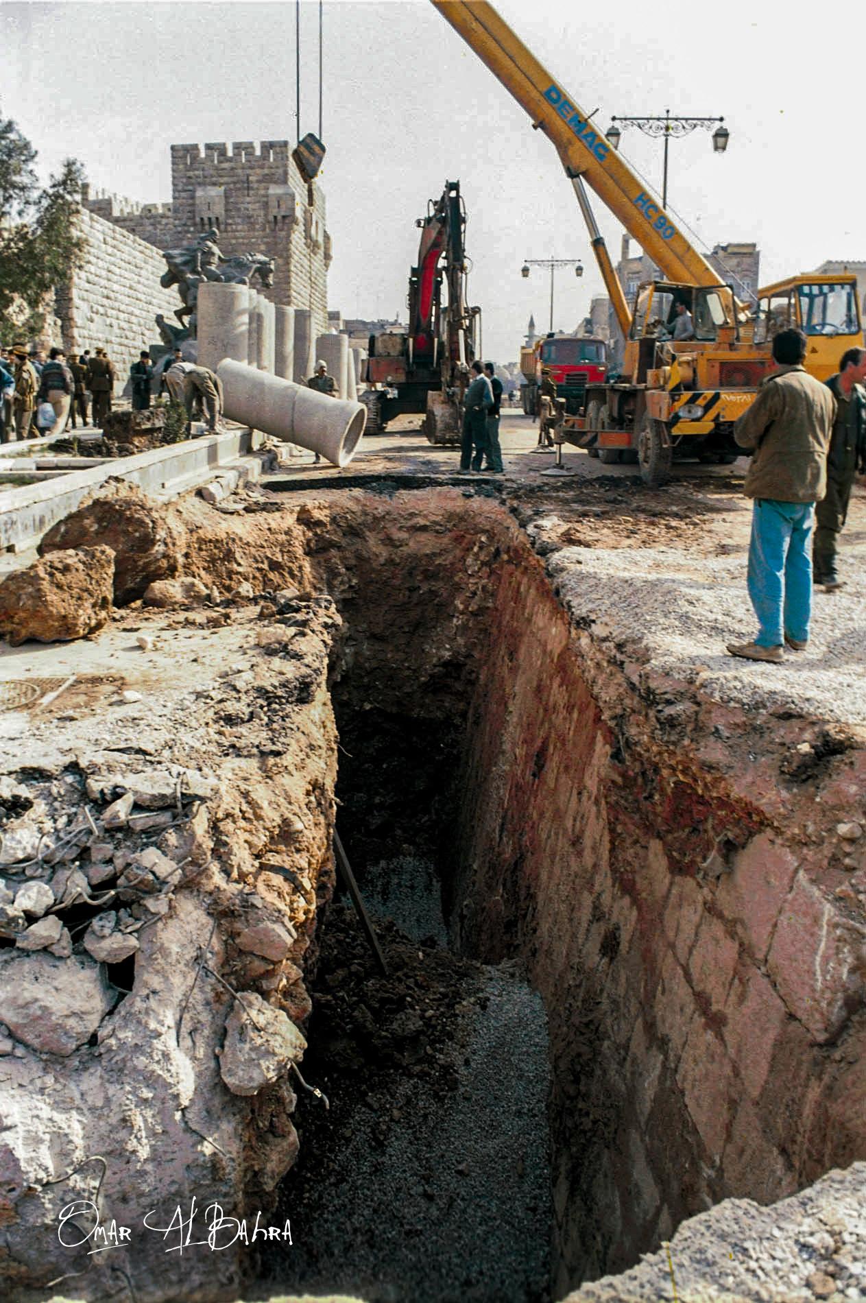 مد الأنابيب في القناة المائية لقلعة دمشق (2)