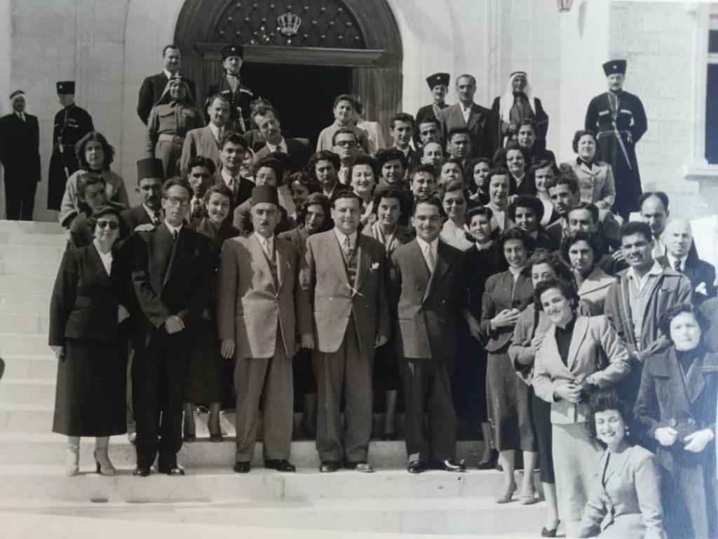 وفد من مديرية التربية في اللاذقية مع الملك حسين في عمان 1956