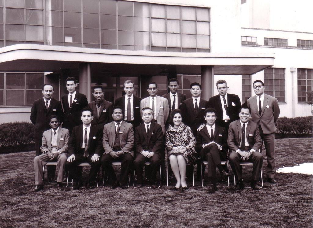 الفنان أحمد مادون من أمام شركة فوجيتسو  اليابانية عام 1967