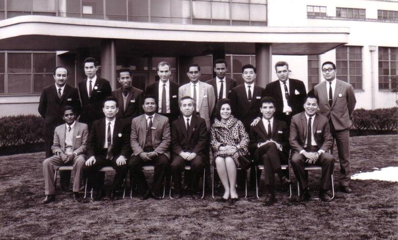 صورة الفنان أحمد مادون من أمام شركة فوجيتسو  اليابانية عام 1967