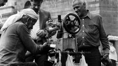 صورة مصلح الأحذية/ الإسكافي في دمشق 1989