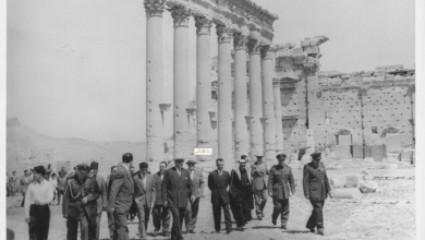 صورة شكري القوتلي ومرافقيه يتجولون في تدمر عام 1957 (1)