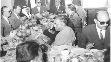 صورة شكري القوتلي ومرافقيه في فندق تـدمــر 1957 (1)
