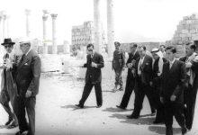 صورة شكري القوتلي ومرافقيه يتجولون في الشارع المستقيم- تدمر عام 1957