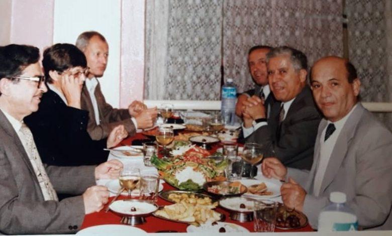 صورة بعض أعضاء مجلس إدارة الهلال الأحمر في السويداء مع مدير مركز التنمية للشرق الأوسط 1996