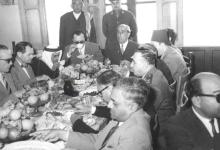 صورة شكري القوتلي ومرافقيه في فندق تـدمــر 1957 (2)