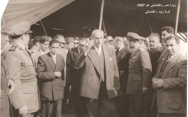 صورة شكري القوتلي ومرافقيه في قرية زنود في القامشلي عام 1957