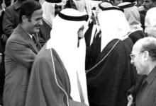 صورة عبد الغني العطري والرئيس حافظ الأسد عام 1974
