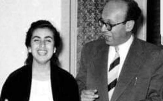 صورة عبد الغني العطري مع الفنانة نجاة الصغيرة عام 1958