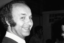 صورة الأديب والروائي فاضل السباعي في معرض الفنان لؤي كيالي عام 1976