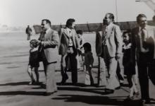 صورة أحمد عنتر ومحمد مخلوف مع أولاده في مطار دمشق الدولي عام 1974