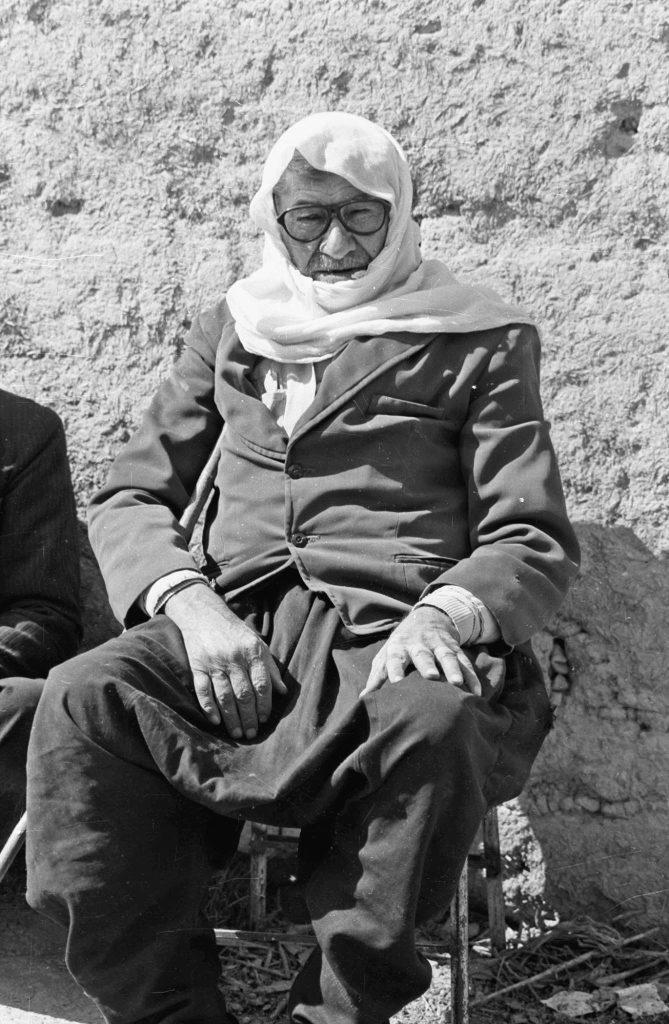 مُزارع  من الغوطة الشرقية باللباس التقليدي عام 1982 (1)