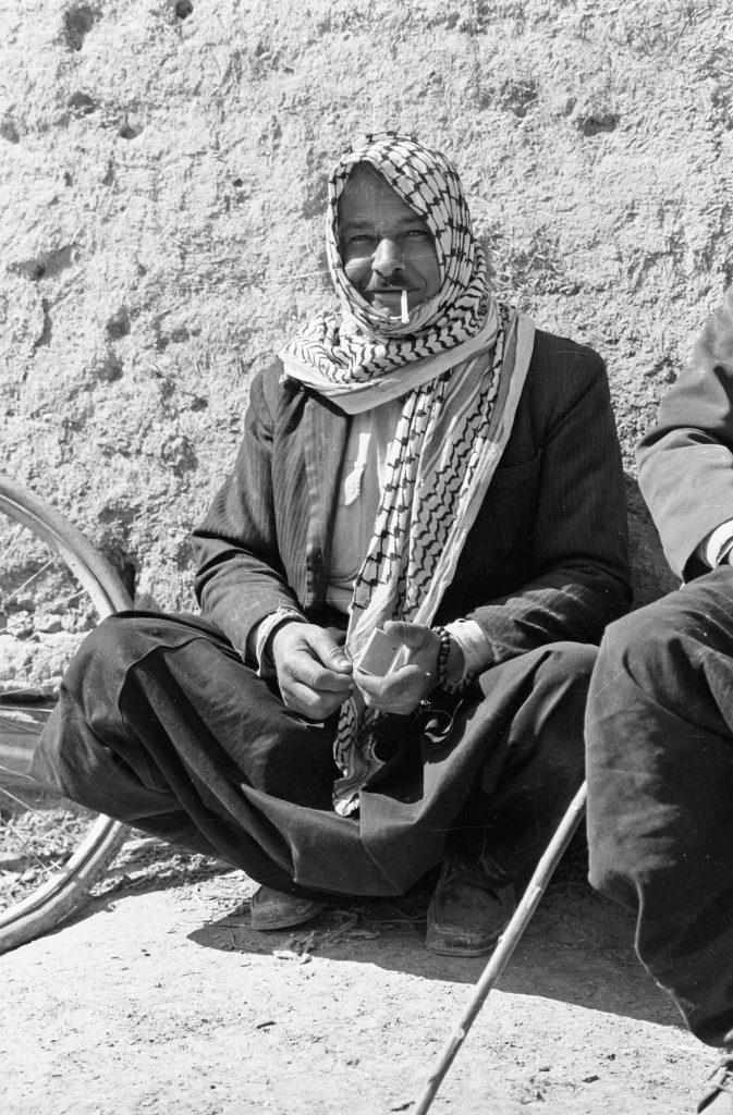 مُزارع  من الغوطة الشرقية باللباس التقليدي عام 1982 (2)