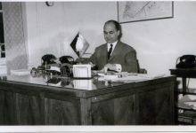 صورة الدكتور عدنان الخطيب محافظ اللاذقية في مكتبه عام 1962