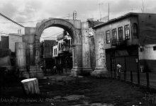 صورة القوس الروماني في منتصف شارع مدحت باشا بدمشق – صيف عام 1989م