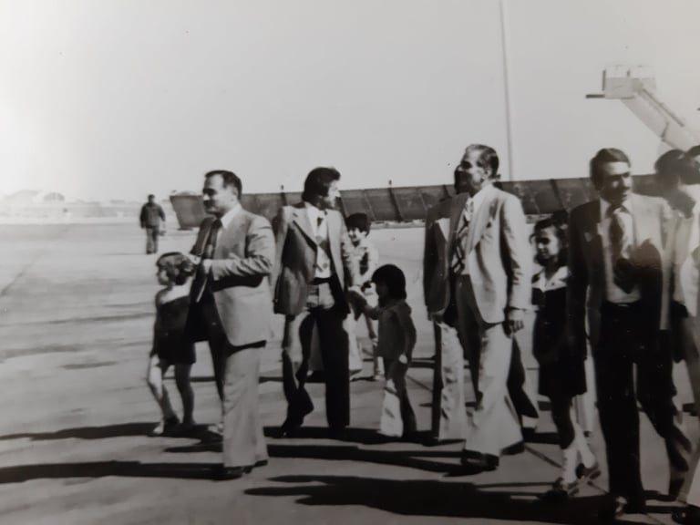 أحمد عنتر ومحمد مخلوف مع أولاده في مطار دمشق الدولي عام 1974