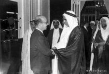 صورة خليل كلاس والشيخ علي بن عبدالله آل ثاني أمير قطر 1959م