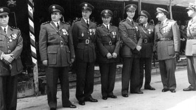صورة توفيق نظام الدين وضباط من الجيش – احتفال عيد الجلاء 1954 (2)