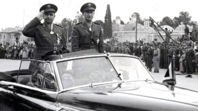 صورة توفيق نظام الدين يستعرض القوات المشاركة بالعرض – الاحتفال بعيد الجلاء عام 1957 (11)