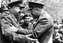 صورة توفيق نظام الدين واللواء حافظ إسماعيل – احتفال عيد الجلاء 1957 (5)