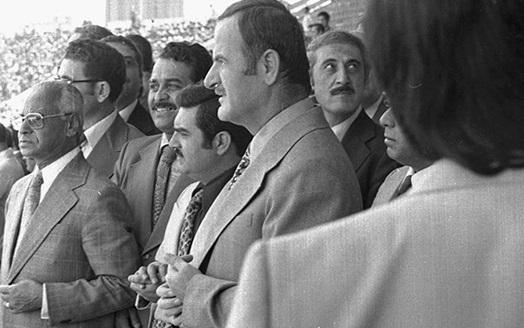 صورة حافظ الأسد في افتتاح ملعب العباسيين (5)